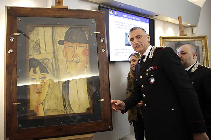 A carabiniere with a fake Modigliani from the 2017 Genoa exhibition