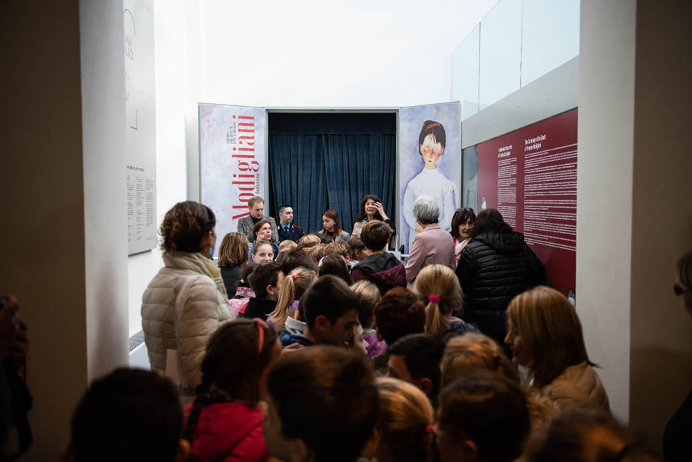 elementary school kids ready to enter in the Museum of Livorno